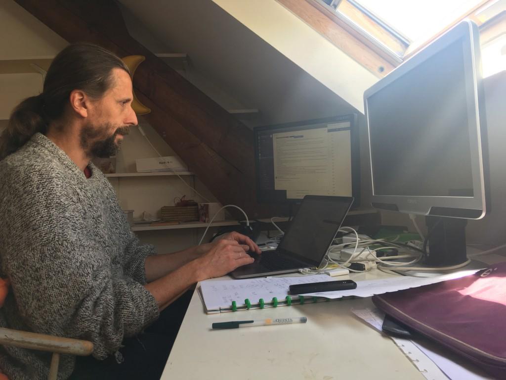 David Berghmans, EUI-wetenschapper, werkt thuis.